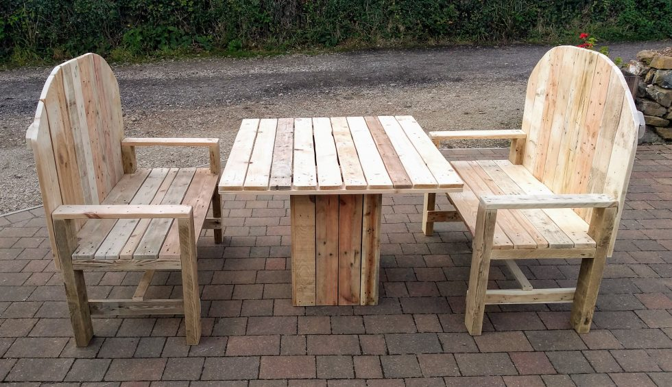 Garden table and benches made out of pallets